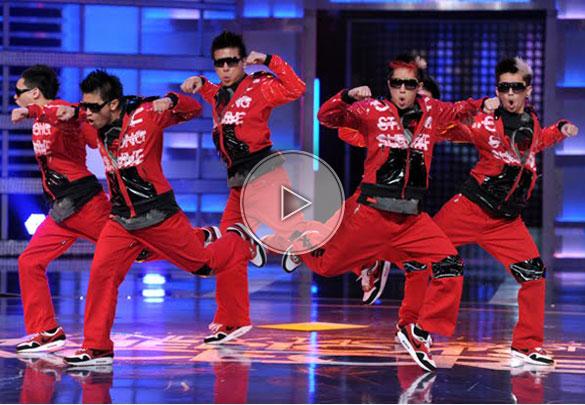 dancing group, robotic dancers, robots dance troup, dance troup